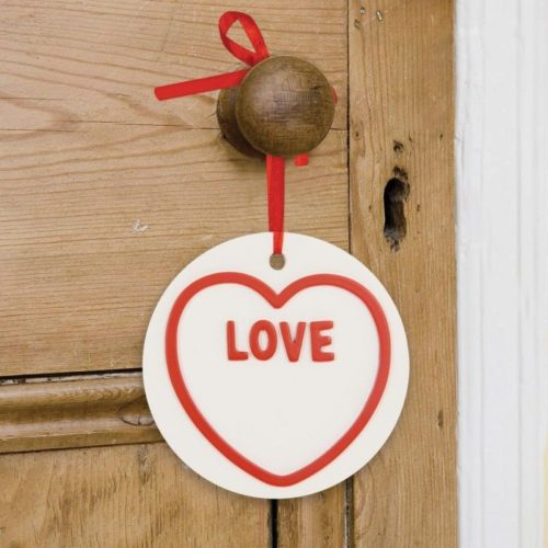 Wooden-WhiteRed-LOVE-HEARTS-Hanging-Heart-Sign-WallDoor-Plaque-Valentines-Gift-350977797943-2
